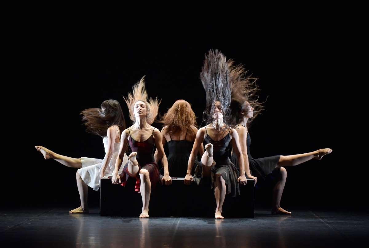 Ballet Prelijocaj Dancers in Cheveux Filles