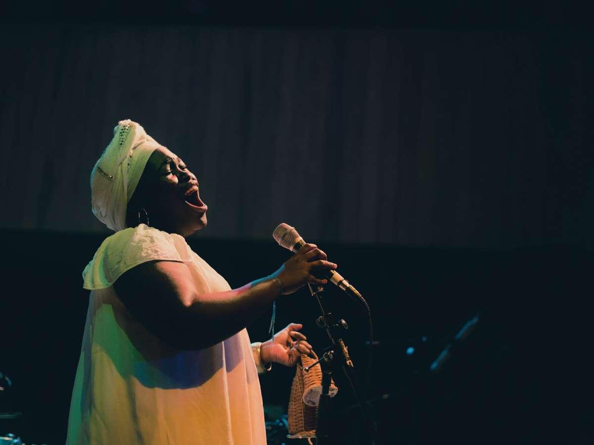Dayme Arocena performing