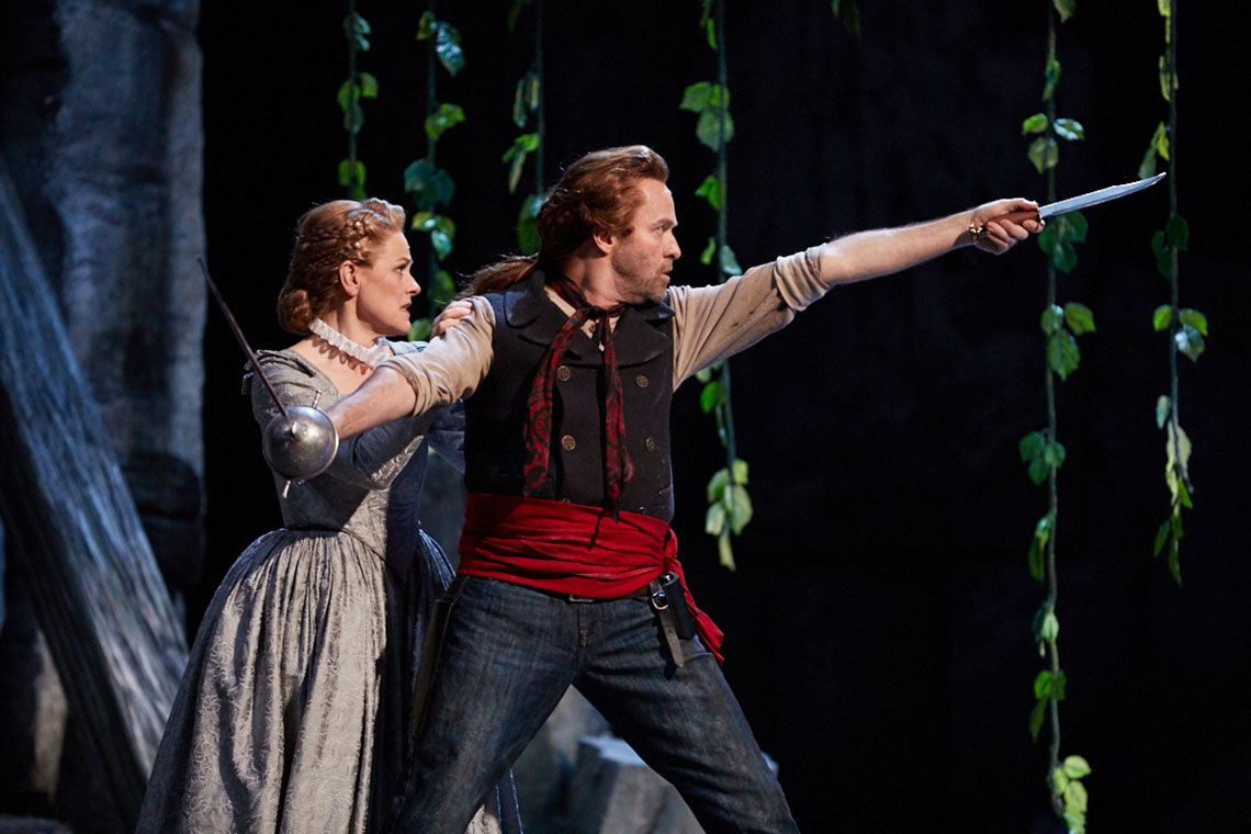 Nerys Jones and Martin Muehle in Il Trovatore