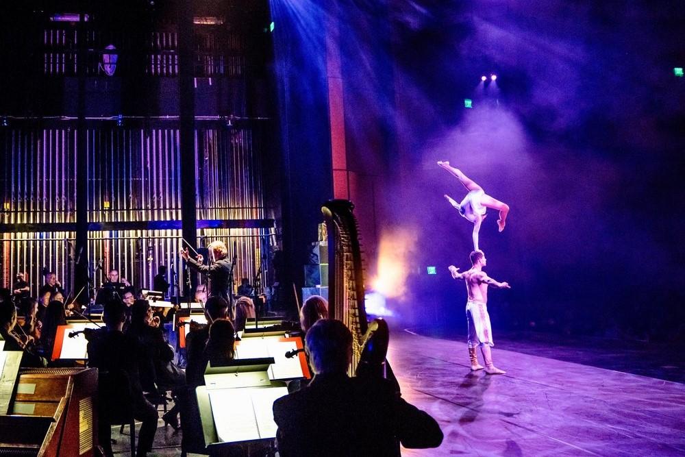 Troupe Vertigo performing