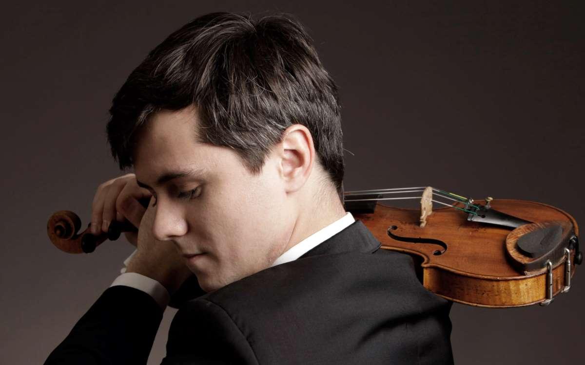 photo of violinist Aleksey Semenenko