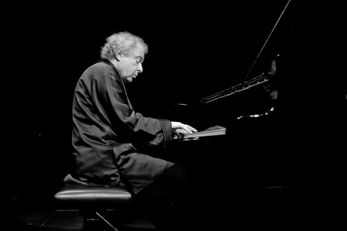 Sir Andras Schiff playing piano