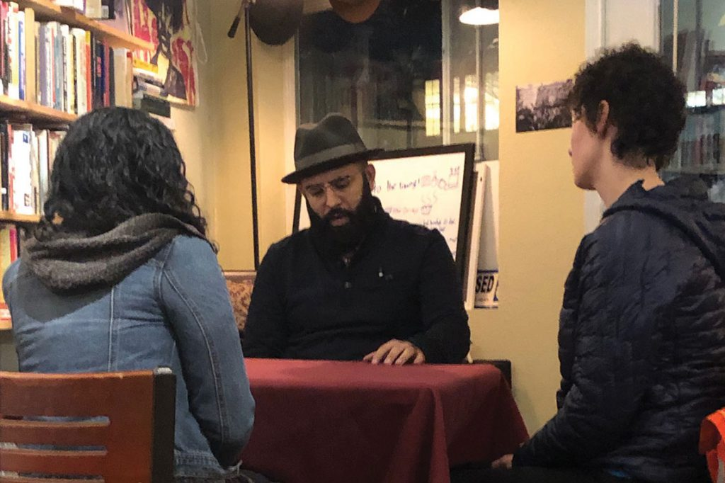 Edwin Lindo (center) in conversation with patrons