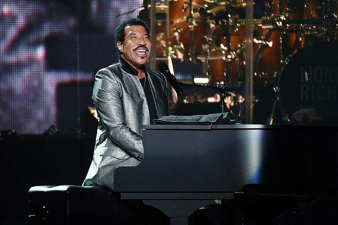 Lionel Richie performing at Madison Square Garden