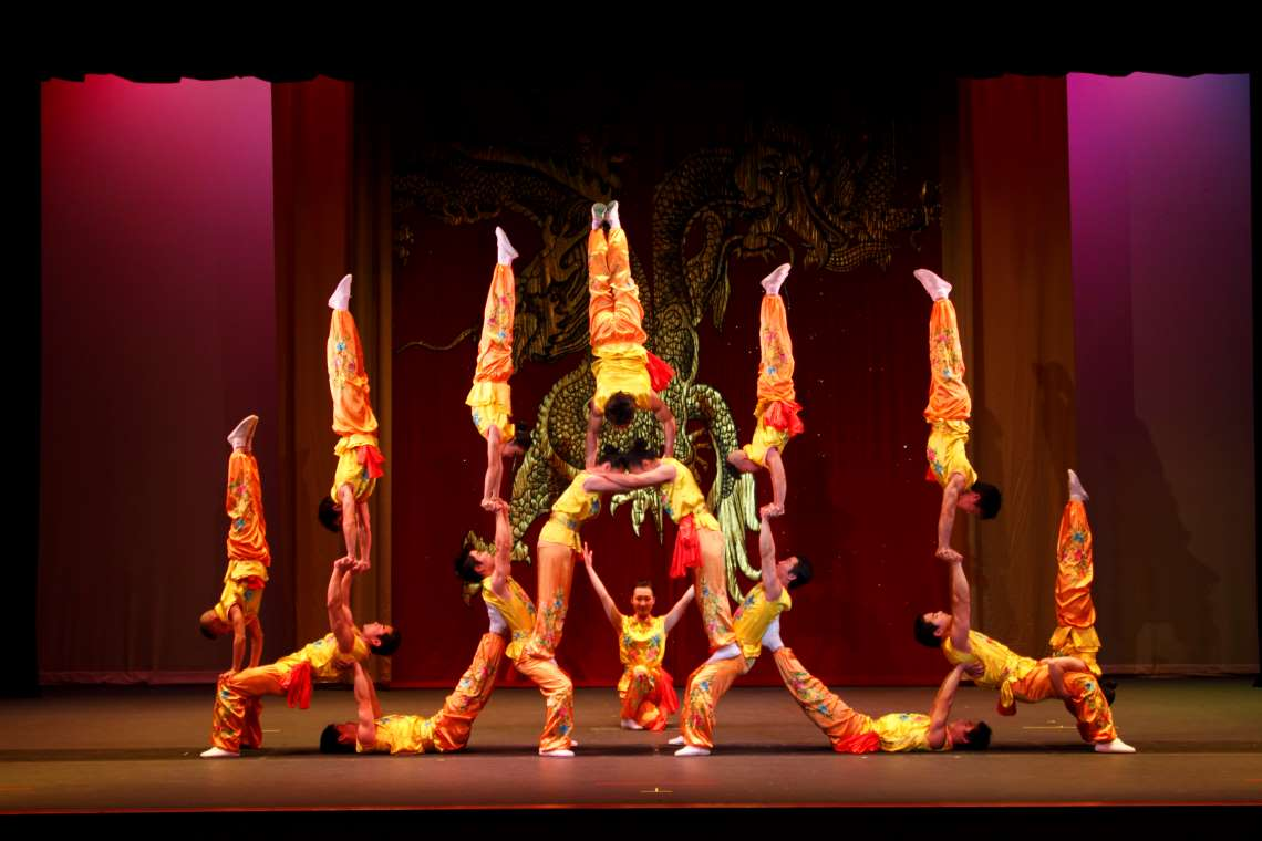 performance of the peking acrobats